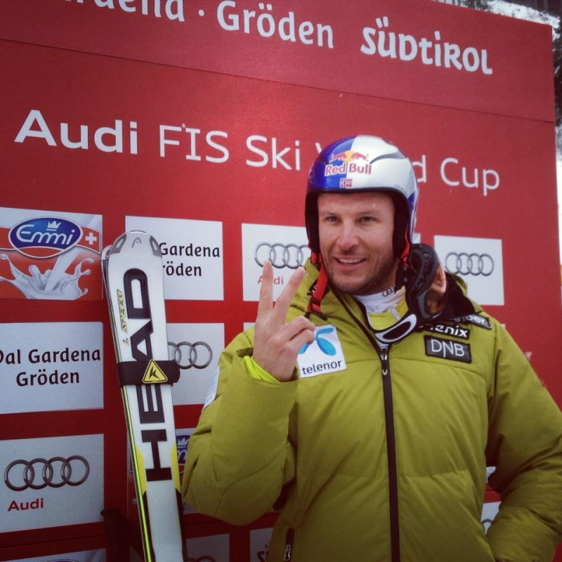 Norway's Aksel Lund Svindal marks V for another victory, this time in Friday's World Cup super G in Val Gardena, Italy. (photo: FIS Alpine)