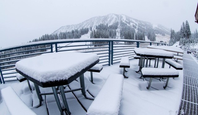 Snow stacks up today at Mt. Rose. (photo: Mt. Rose Ski Tahoe)