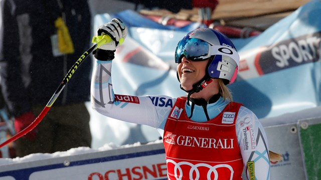 Lindsey Vonn smiles in the finish line on Friday after winning her 16th World Cup race in Lake Louise, Canada. (photo: FIS/Agence Zoom)