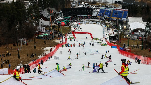 There was little snow in Maribor, Slovenia for Sunday's women's World Cup slalom. (photo: FIS/Agence Zoom)