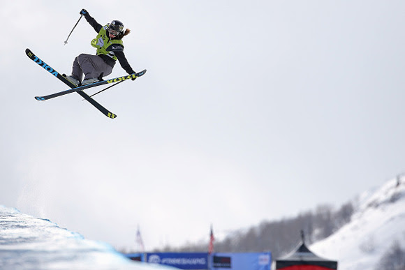 Maddie Bowman grabs the victory in the FIS Freestyle Ski Halfpipe World Cup at the 2016 Visa U.S. Freeskiing Park City Grand Prix on Friday in Park City, Utah. (photo: Getty Images-Doug Pensinger)