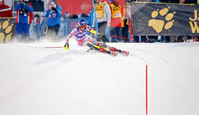 Shiffrin races to a win in Levi earlier this season. (photo: Getty Images/Agence Zoom-Christophe Pallot)