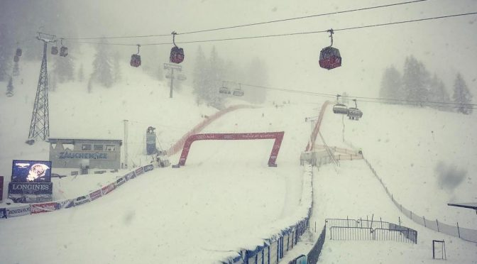 Snowfall envelops the finish area in Zauchensee on Friday. (photo: FIS)