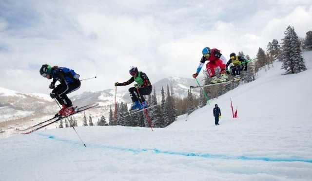Tyler Wallasch leads his heat on Friday in the U.S. Grand Prix at Solitude Mountain Resort in Utah. (photo: U.S. Snowboarding)