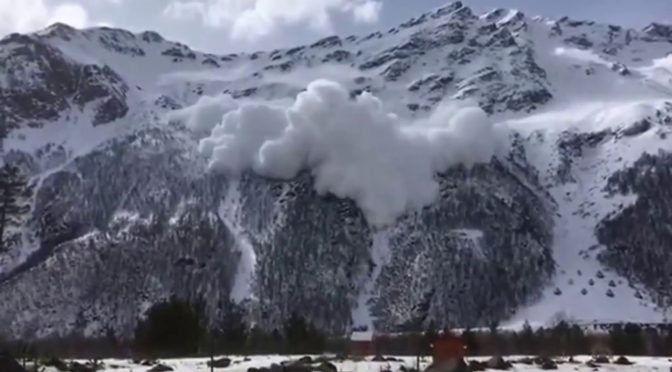 Friday's avalanche at the Russian ski resort of Cheget. (photo: YouTube)
